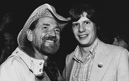 "<div class=""meta image-caption""><div class=""origin-logo origin-image ap""><span>AP</span></div><span class=""caption-text"">Country music singer Willie Nelson poses with President Carter's son Chip at a fund raiser in Atlanta at night on Tuesday, April 15, 1980. (AP Photo/Nancy Magiafico)</span></div>"