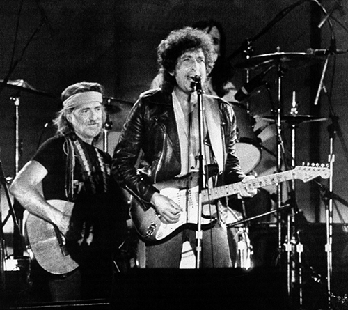 "<div class=""meta image-caption""><div class=""origin-logo origin-image ap""><span>AP</span></div><span class=""caption-text"">Country Singer Willie Nelson joined folk and rock singer Bob Dylan, right, on stage before more than 78,000 people attending the Farm Aid benefit concert. (AP)</span></div>"