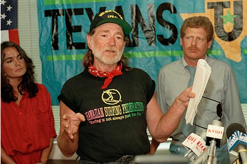"<div class=""meta image-caption""><div class=""origin-logo origin-image ap""><span>AP</span></div><span class=""caption-text"">Singer Willie Nelson joins Texans United to protest a trade agreement, at an economic summit in Houston, Texas, on July 2, 1990. (AP Photo/Jim Johnson)</span></div>"