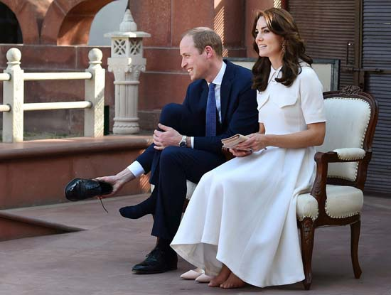"<div class=""meta image-caption""><div class=""origin-logo origin-image ap""><span>AP</span></div><span class=""caption-text"">Britain's Prince William, and his wife Kate, the Duchess of Cambridge, remove their shoes before paying homage to Mahatma Gandhi (Kamal Singh/Press Trust of India via AP)</span></div>"