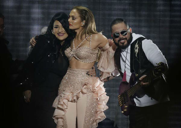 "<div class=""meta image-caption""><div class=""origin-logo origin-image none""><span>none</span></div><span class=""caption-text"">Jennifer Lopez hugs Suzette Quintanilla and A.B. Quintanilla, siblings of slain slinger Selena, during the Latin Billboard Awards Thursday, April 30, 2015 (AP Photo/ Lynne Sladky)</span></div>"