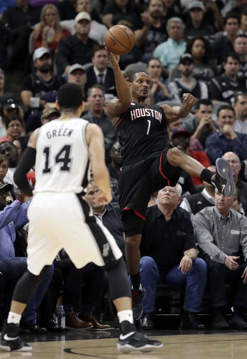 "<div class=""meta image-caption""><div class=""origin-logo origin-image ap""><span>AP</span></div><span class=""caption-text"">San Antonio Spurs' Danny Green (14) watches as Houston Rockets' Trevor Ariza (1) saves the ball from going out of bounds during the first half in Game 5 . (AP Photo/Eric Gay) (AP)</span></div>"
