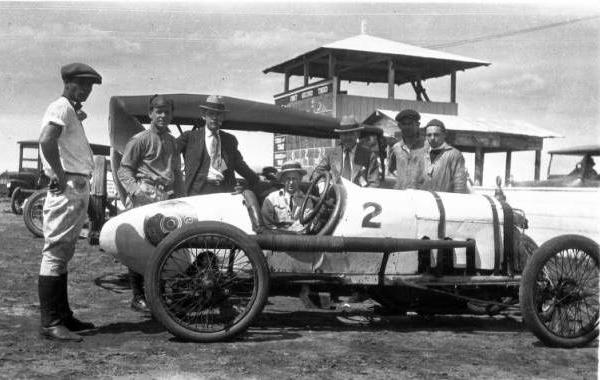 "<div class=""meta image-caption""><div class=""origin-logo origin-image ktrk""><span>KTRK</span></div><span class=""caption-text"">Race cars and men on the track (Houston Public Library)</span></div>"
