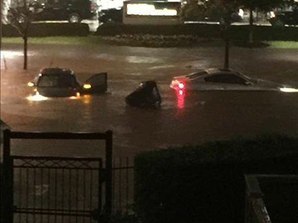 <div class='meta'><div class='origin-logo' data-origin='none'></div><span class='caption-text' data-credit='Photo/iWitness Photo'>This photos from the Galleria area, where several cars are stuck.. If you have photos, email them to news@abc13.com or upload them using #abc13eyewitness</span></div>