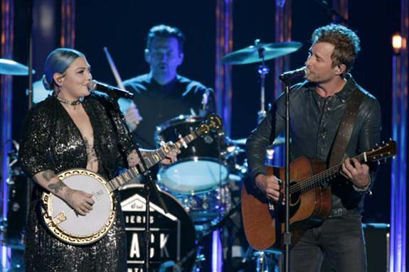 """<div class=""""meta image-caption""""><div class=""""origin-logo origin-image none""""><span>none</span></div><span class=""""caption-text"""">Elle King, left, and Dierks Bentley perform â??Different for Girlsâ?? at the CMT Music Awards at the Bridgestone Arena on Wednesday, June 8, 2016, in Nashville, Tenn. (Wade Payne/Invision/AP)</span></div>"""