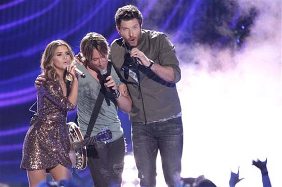 """<div class=""""meta image-caption""""><div class=""""origin-logo origin-image none""""><span>none</span></div><span class=""""caption-text"""">Maren Morris, from left, Keith Urban and Brett Eldredge  perform """"Wasted Time"""" at the CMT Music Awards at the Bridgestone Arena on Wednesday, June 8, 2016, in Nashville, Tenn. (Wade Payne/Invision/AP)</span></div>"""
