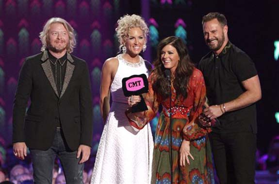 """<div class=""""meta image-caption""""><div class=""""origin-logo origin-image none""""><span>none</span></div><span class=""""caption-text"""">Little Big Town, from left, Phillip Sweet, Kimberly Roads Schlapman, Karen Fairchild and Jimi Westbrook accept the award for group/duo video of the year for Girl Crush."""" (Wade Payne/Invision/AP)</span></div>"""