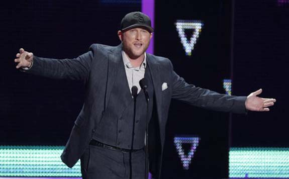 """<div class=""""meta image-caption""""><div class=""""origin-logo origin-image none""""><span>none</span></div><span class=""""caption-text"""">Cole Swindell introduces a performance by Dierks Bentley and Elle King at the CMT Music Awards at the Bridgestone Arena on Wednesday, June 8, 2016, in Nashville, Tenn. (Wade Payne/Invision/AP)</span></div>"""