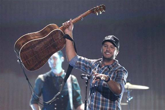 """<div class=""""meta image-caption""""><div class=""""origin-logo origin-image none""""><span>none</span></div><span class=""""caption-text"""">Luke Bryan performs """"Huntin', Fishin' and Lovin' Every Day"""" at the CMT Music Awards at the Bridgestone Arena on Wednesday, June 8, 2016, in Nashville, Tenn. (Wade Payne/Invision/AP)</span></div>"""