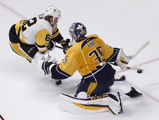 "<div class=""meta image-caption""><div class=""origin-logo origin-image ap""><span>AP</span></div><span class=""caption-text"">Pittsburgh Penguins' Carl Hagelin (62), of Sweden, tries to score against Nashville Predators goalie Pekka Rinne (35), of Finland. (AP Photo/Jeff Roberson) (AP)</span></div>"