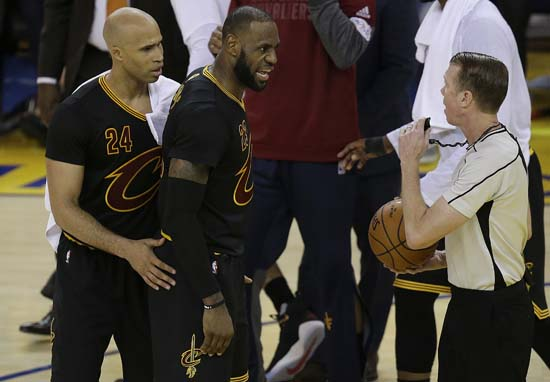 """<div class=""""meta image-caption""""><div class=""""origin-logo origin-image ap""""><span>AP</span></div><span class=""""caption-text"""">Cleveland Cavaliers forward LeBron James, center, and forward Richard Jefferson (24) talk with referee Ed Malloy during the first half. (AP Photo/Ben Margot) (AP)</span></div>"""