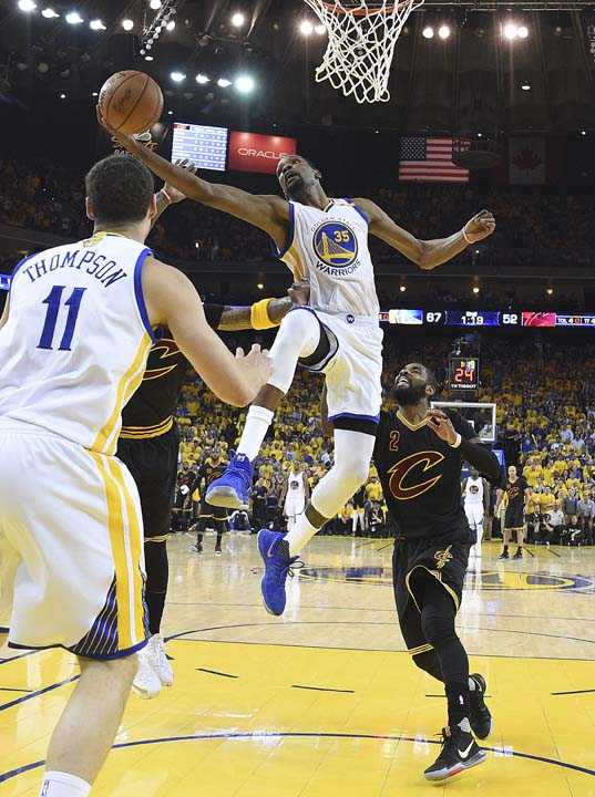"""<div class=""""meta image-caption""""><div class=""""origin-logo origin-image ap""""><span>AP</span></div><span class=""""caption-text"""">Golden State Warriors forward Kevin Durant (35) shoots against the Cleveland Cavaliers during the first half. (Kyle Terada/Pool Photo via AP) (AP)</span></div>"""
