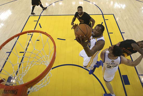 """<div class=""""meta image-caption""""><div class=""""origin-logo origin-image ap""""><span>AP</span></div><span class=""""caption-text"""">Golden State Warriors forward Kevin Durant shoots against the Cleveland Cavaliers during the first half. (Ezra Shaw/Pool Photo via AP) (AP)</span></div>"""