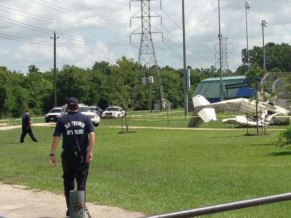 A plane crash in Baytown sent a couple and an 8-year-old boy to the hospital. <span class=meta></span>