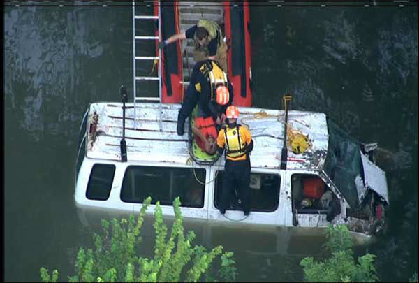"<div class=""meta ""><span class=""caption-text "">Several passengers were rescued after their van crashed into the White Oak Bayou (KTRK Photo)</span></div>"
