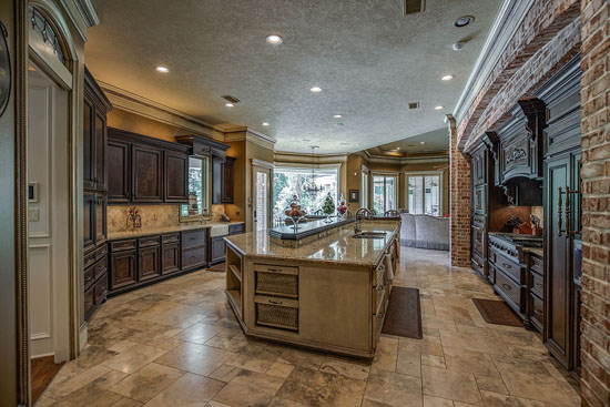 <div class='meta'><div class='origin-logo' data-origin='KTRK'></div><span class='caption-text' data-credit=''>Visual tour of NFL star Adrian Peterson's home for sale in The Woodlands.</span></div>