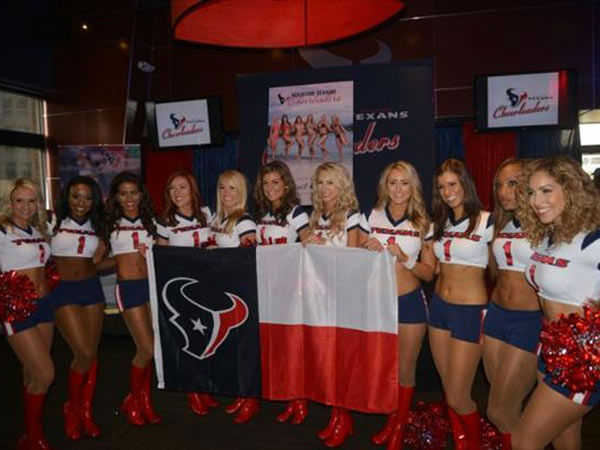 The Texans Cheerleaders revealed the 2014-2015 calendar at the Texans Grille in City Centre. <span class=meta></span>