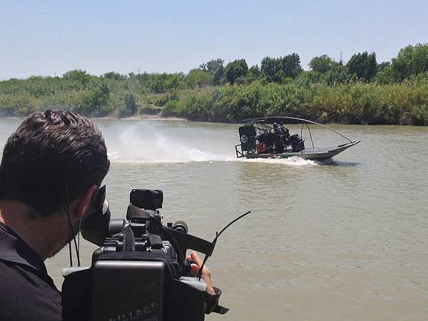 <div class='meta'><div class='origin-logo' data-origin='none'></div><span class='caption-text' data-credit=''>Reporter Ted Oberg and photographer Dave Aguillard are no strangers to the Texas-Mexico border. A few weeks ago they were on the Rio Grande outside Laredo</span></div>