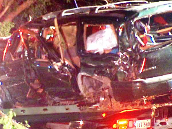 Authorities say a number of people were killed when a chase suspect crashed into another car in League City. <span class=meta></span>