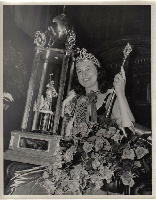 "<div class=""meta image-caption""><div class=""origin-logo origin-image none""><span>none</span></div><span class=""caption-text"">1940 - Frances Burke - Philadelphia, PA  (Photo/Miss America Organization)</span></div>"