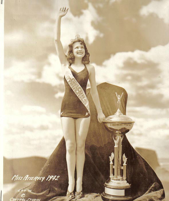 "<div class=""meta image-caption""><div class=""origin-logo origin-image none""><span>none</span></div><span class=""caption-text"">1942 - Jo-Carroll Dennison - Tyler, TX  (Photo/Miss America Organization)</span></div>"
