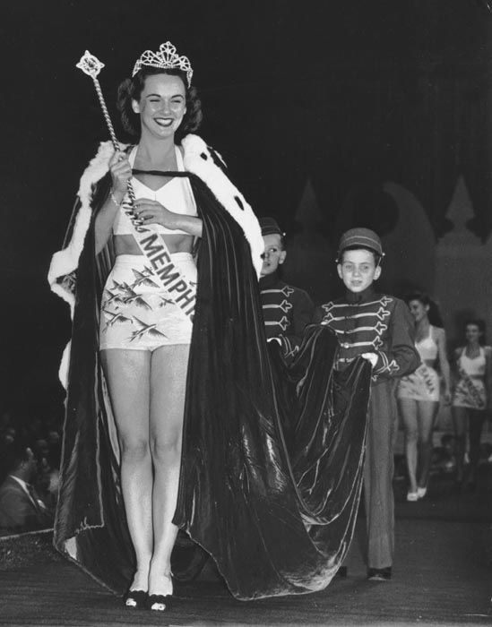 "<div class=""meta image-caption""><div class=""origin-logo origin-image none""><span>none</span></div><span class=""caption-text"">1947 - Barbara Walker - Memphis, TN  (Photo/Miss America Organization)</span></div>"