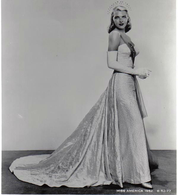 "<div class=""meta image-caption""><div class=""origin-logo origin-image none""><span>none</span></div><span class=""caption-text"">1952 - Colleen Hutchins - Salt Lake City, UT   (Photo/Miss America Organization)</span></div>"