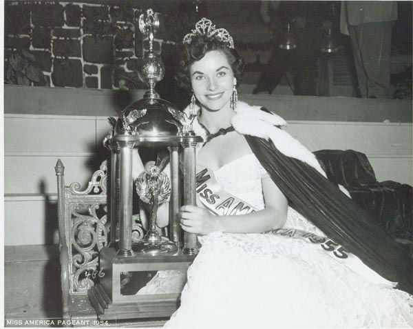 "<div class=""meta image-caption""><div class=""origin-logo origin-image none""><span>none</span></div><span class=""caption-text"">1955 - Lee Meriwether - San Francisco, CA  (Photo/Miss America Organization)</span></div>"