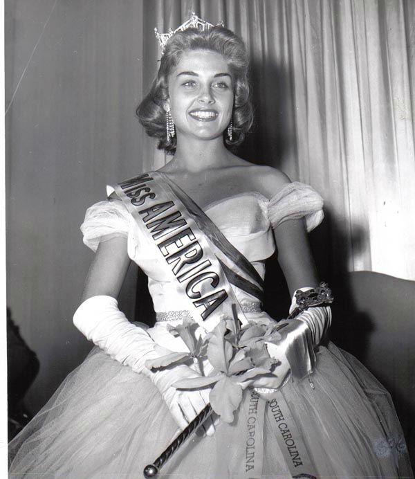 "<div class=""meta image-caption""><div class=""origin-logo origin-image none""><span>none</span></div><span class=""caption-text"">1957 - Marian McKnight - Manning, SC  (Photo/Miss America Organization)</span></div>"