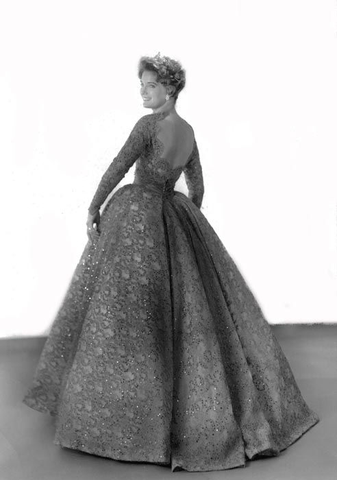 "<div class=""meta image-caption""><div class=""origin-logo origin-image none""><span>none</span></div><span class=""caption-text"">1960 - Lynda Mead - Natchez, MS  (Photo/Miss America Organization)</span></div>"