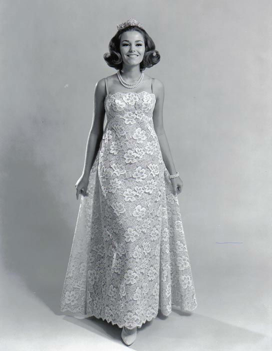 "<div class=""meta image-caption""><div class=""origin-logo origin-image none""><span>none</span></div><span class=""caption-text"">1966 - Deborah Bryant - Overland Park, KS   (Photo/Miss America Organization)</span></div>"
