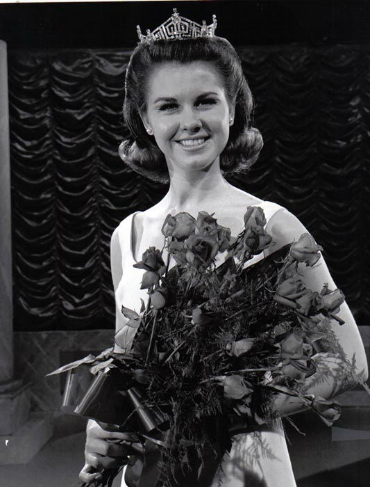 "<div class=""meta image-caption""><div class=""origin-logo origin-image none""><span>none</span></div><span class=""caption-text"">1968 - Debra Barnes - Pittsburg, KS   (Photo/Miss America Organization)</span></div>"