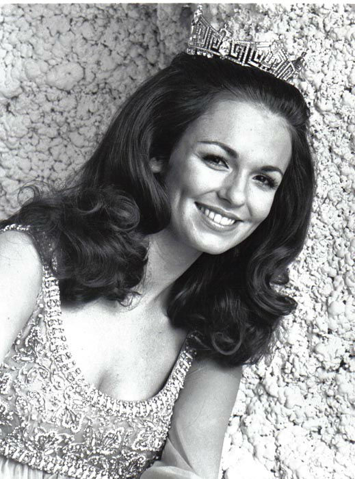 "<div class=""meta image-caption""><div class=""origin-logo origin-image none""><span>none</span></div><span class=""caption-text"">1971 - Phyllis George - Denton, TX   (Photo/Miss America Organization)</span></div>"