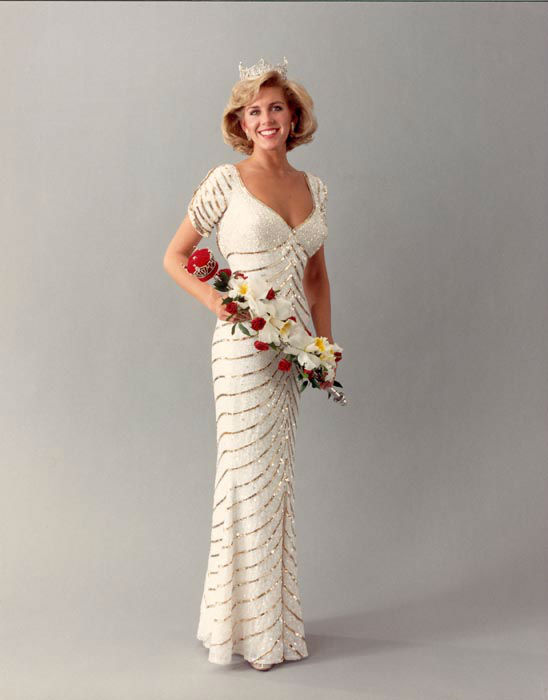 "<div class=""meta image-caption""><div class=""origin-logo origin-image none""><span>none</span></div><span class=""caption-text"">1987 - Kellye Cash - Memphis, TN   (Photo/Miss America Organization)</span></div>"