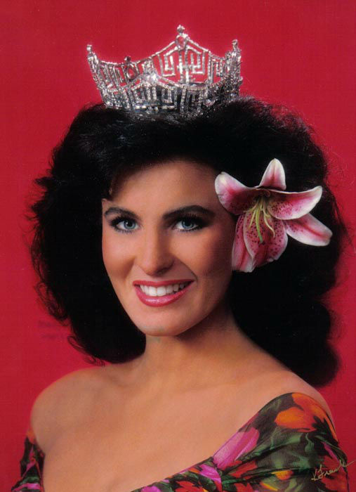 "<div class=""meta image-caption""><div class=""origin-logo origin-image none""><span>none</span></div><span class=""caption-text"">1992 - Carolyn Sapp - Honolulu, HI  (Photo/Miss America Organization)</span></div>"