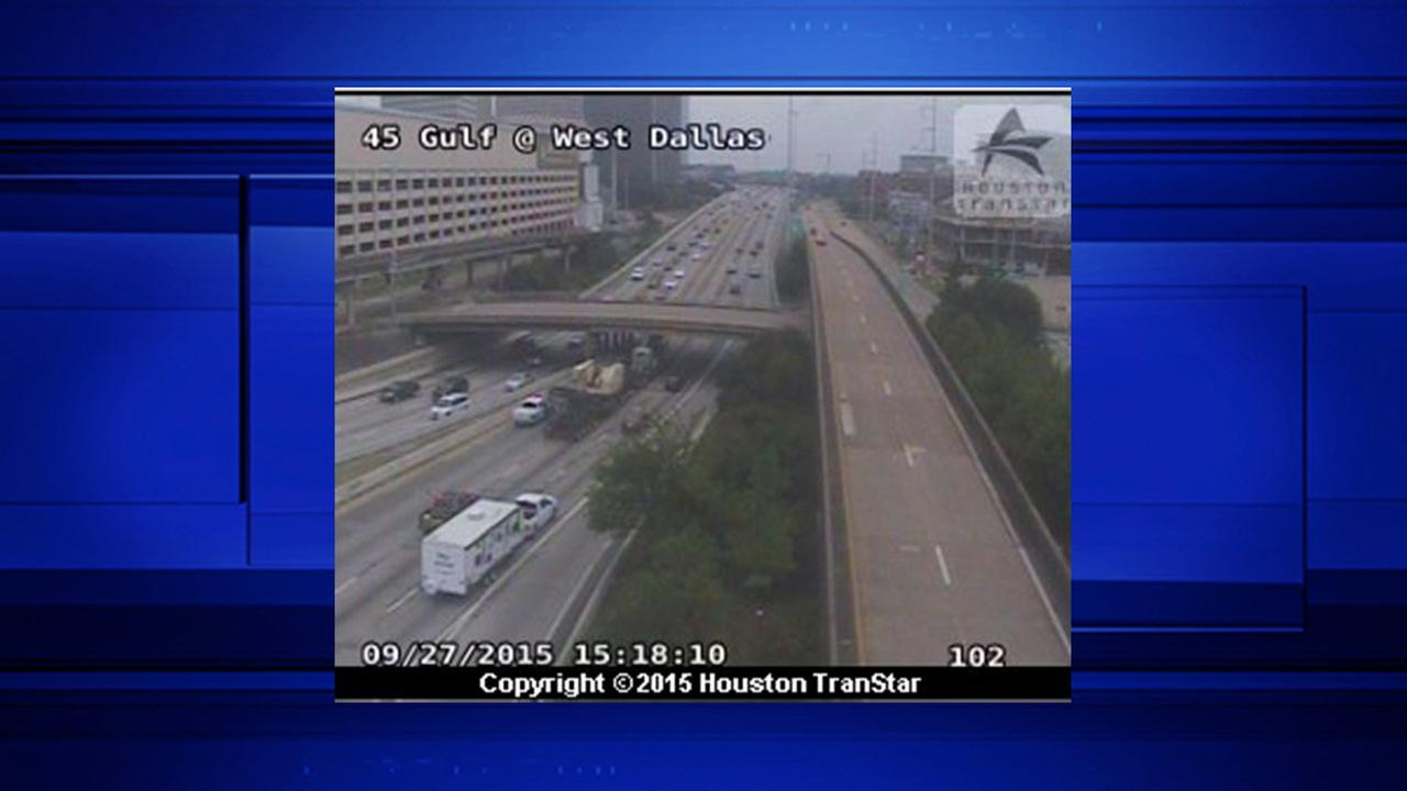 Slow traffic on SB lanes of I-45 at Dallas due to stalled ...