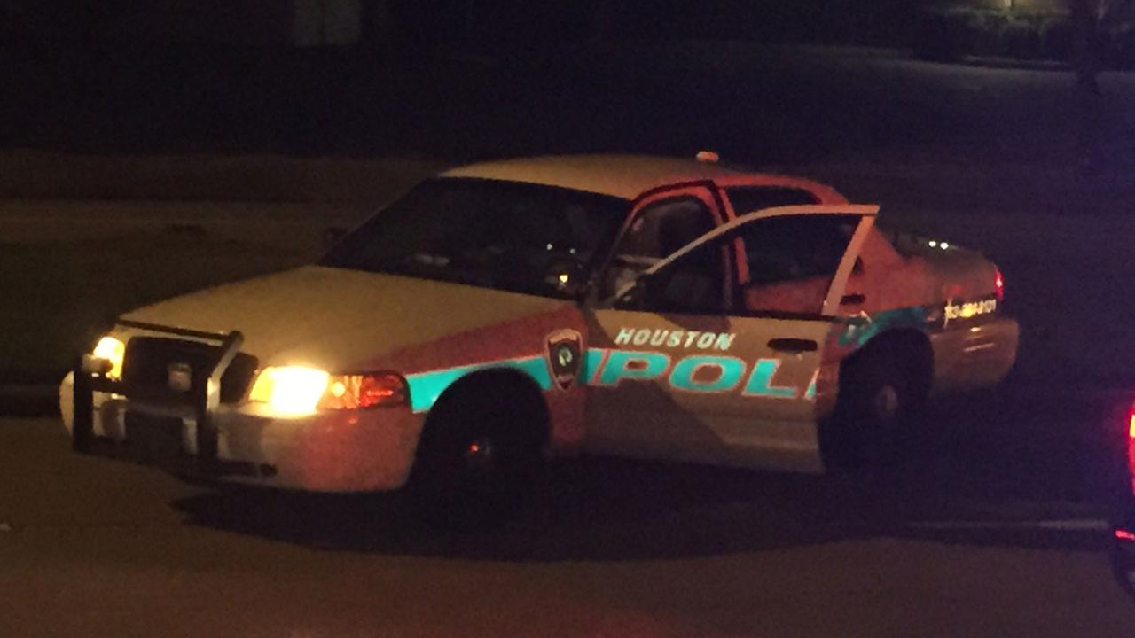 Driver Crashes Into Houston Police Vehicle In Sw Houston