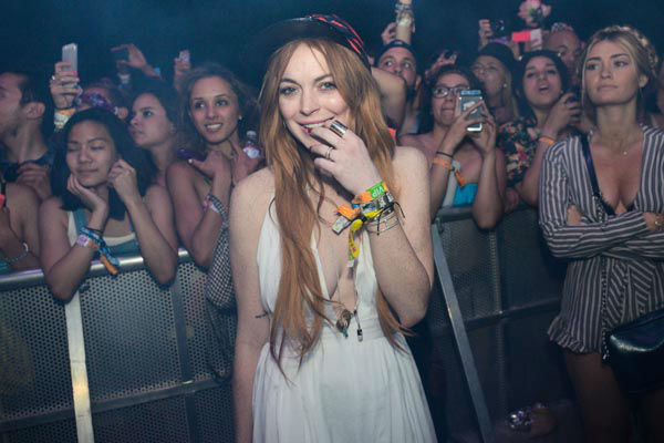 "<div class=""meta image-caption""><div class=""origin-logo origin-image none""><span>none</span></div><span class=""caption-text"">Lindsay Lohan is seen watching Lana Del Rey perform at the 2014 Coachella Music and Arts Festival on Sunday, April 13, 2014, in Indio, Calif.  (AP Photo/ Scott Roth)</span></div>"