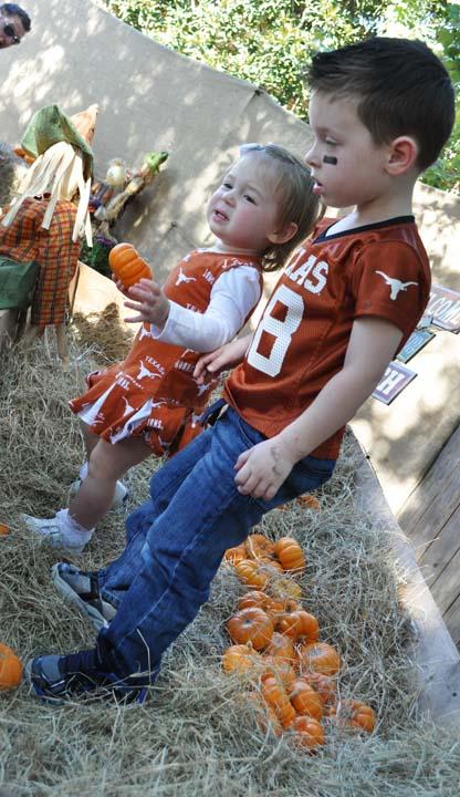 "<div class=""meta image-caption""><div class=""origin-logo origin-image ktrk""><span>KTRK</span></div><span class=""caption-text"">The Houston Zoo celebrates Halloween at Zoo Boo 2016 (KTRK/Amanda Cochran)</span></div>"