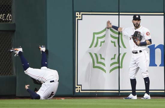 <div class='meta'><div class='origin-logo' data-origin='AP'></div><span class='caption-text' data-credit='AP'>Houston Astros' George Springer catches a fly ball hit by New York Yankees' Greg Bird in front of Marwin Gonzalez during the seventh inning. (AP Photo/Eric Christian Smith)</span></div>