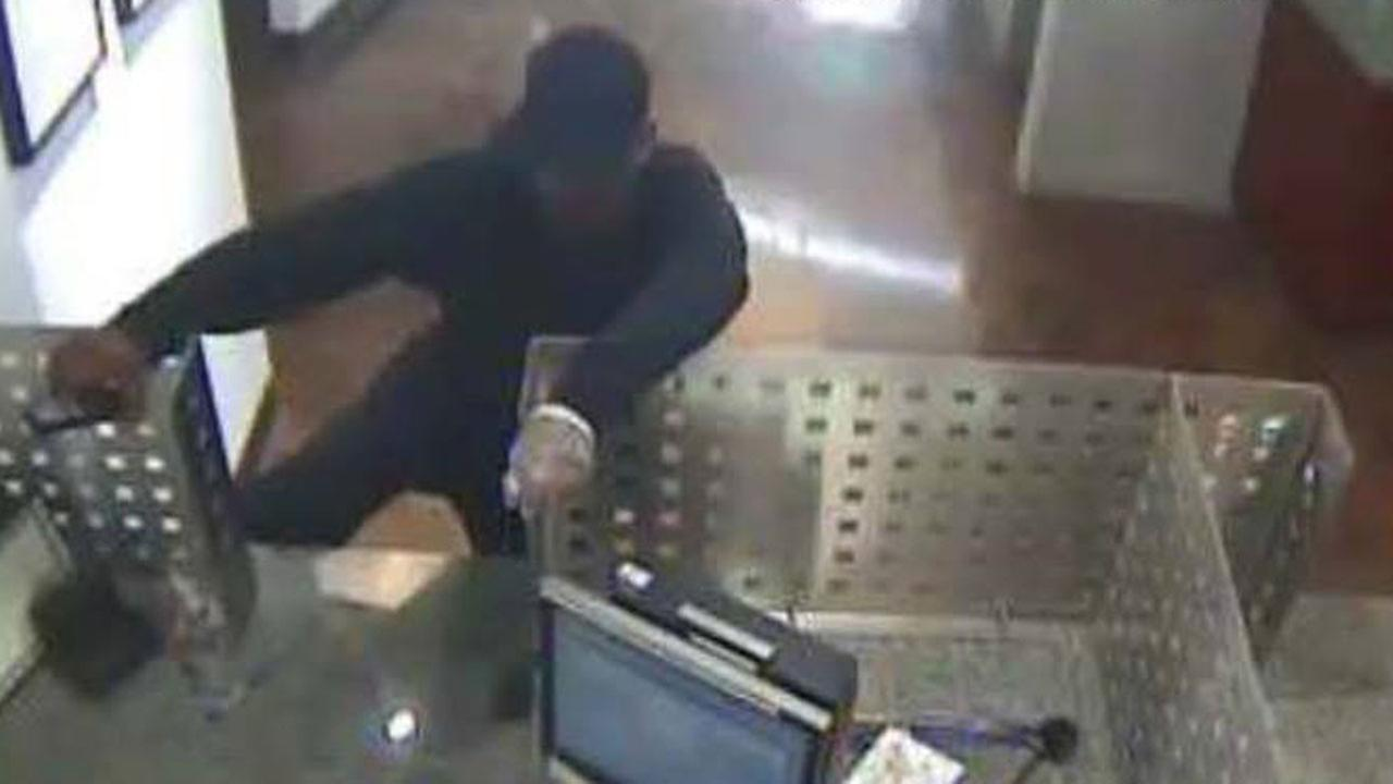 Pearland bank robbery suspect sought