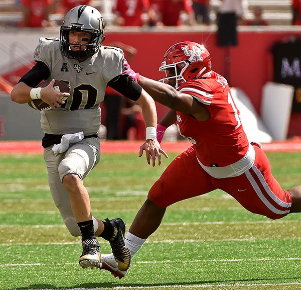 "<div class=""meta image-caption""><div class=""origin-logo origin-image ap""><span>AP</span></div><span class=""caption-text"">Central Florida quarterback McKenzie Milton, left, avoids the tackle of Houston defensive tackle Ed Oliver during the second half of an NCAA college football game. (AP Photo/Eric Christian Smith)</span></div>"