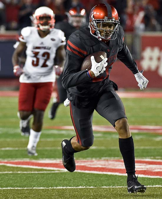 "<div class=""meta image-caption""><div class=""origin-logo origin-image ap""><span>AP</span></div><span class=""caption-text"">Houston wide receiver Chance Allen (21) runs for a touchdown during the first half of an NCAA college football game against Louisville, Thursday, Nov. 17, 2016, in Houston. (AP Photo/Eric Christian Smith)</span></div>"