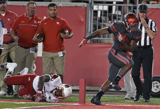 "<div class=""meta image-caption""><div class=""origin-logo origin-image ap""><span>AP</span></div><span class=""caption-text"">Houston running back Duke Catalon, right, runs past Louisville linebacker Keith Kelsey (55) for a touchdown. (AP Photo/Eric Christian Smith)</span></div>"