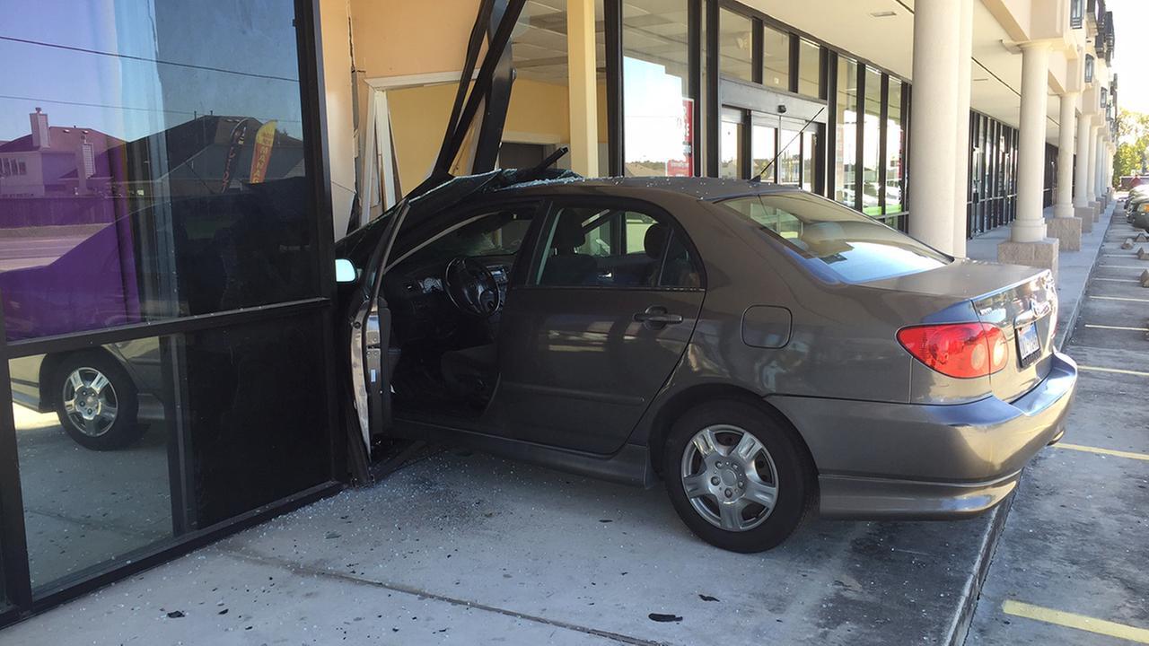 River Oaks Texas >> car into building | abc13.com