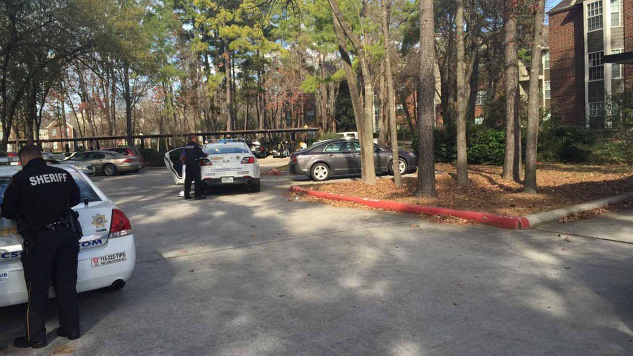Man shot at a north Harris County apartment complex.