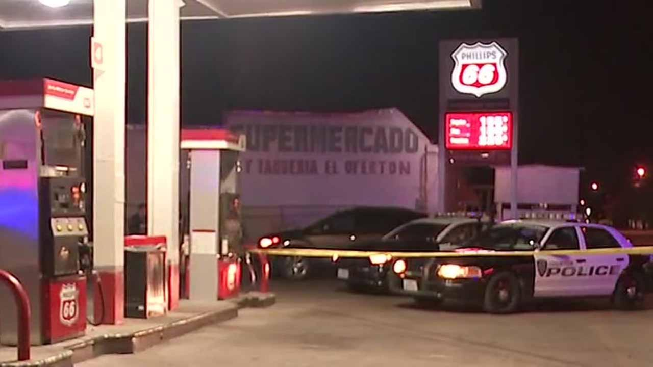 Store clerk shot in robbery at the Phillips 66