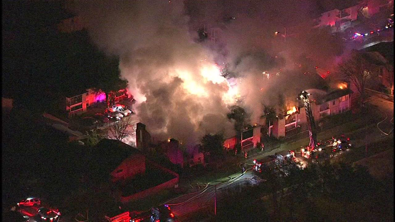 Sky Eye HD video of apartment fire