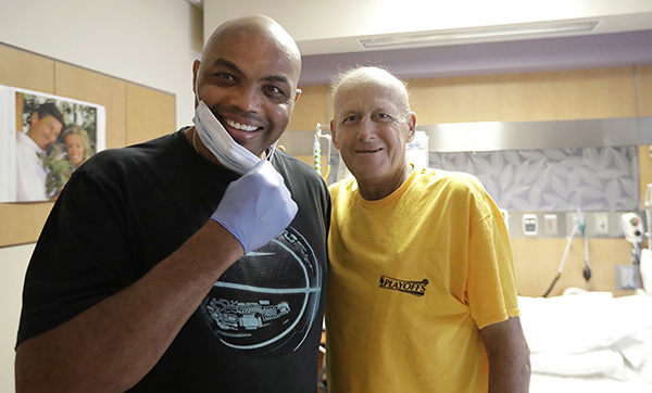 <div class='meta'><div class='origin-logo' data-origin='AP'></div><span class='caption-text' data-credit='AP'>NBA Hall of Fame member and TNT colleague Charles Barkley left, poses with sportscaster Craig Sager after visiting Sager Tuesday, Aug. 30, 2016, at MD Anderson Cancer Center.</span></div>