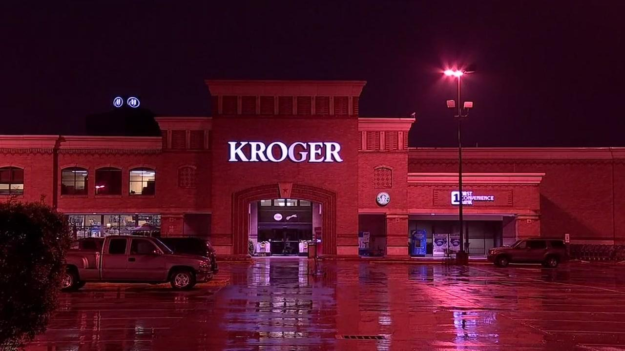 Cigarette burglars pry doors open at Kroger store in W. Houston